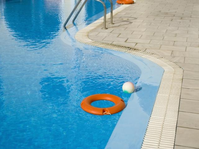 Chute au bord de la piscine : 85.000 € !